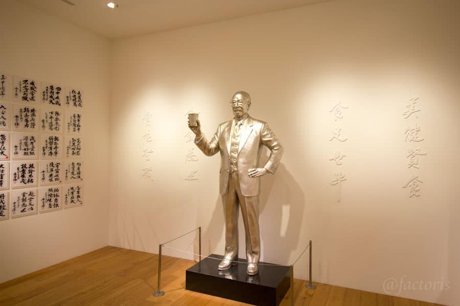安藤百福さんの像