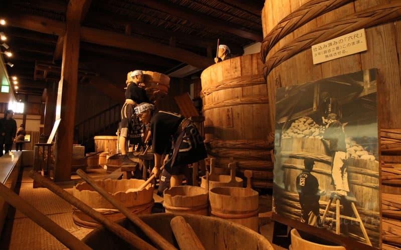 手前の味噌樽が6尺あり、3年(最低2夏)熟成させる