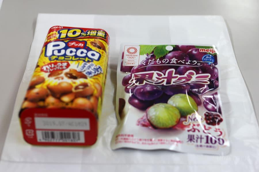 お土産のプッカと果汁グミ